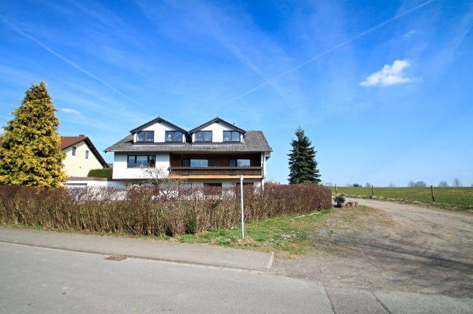 KAPITALANLAGE: Am Rande von Bettenfeld zum Verkauf angeboten, Dreifamilienhaus / Apartments mit Wunderschöne Panoramablick!