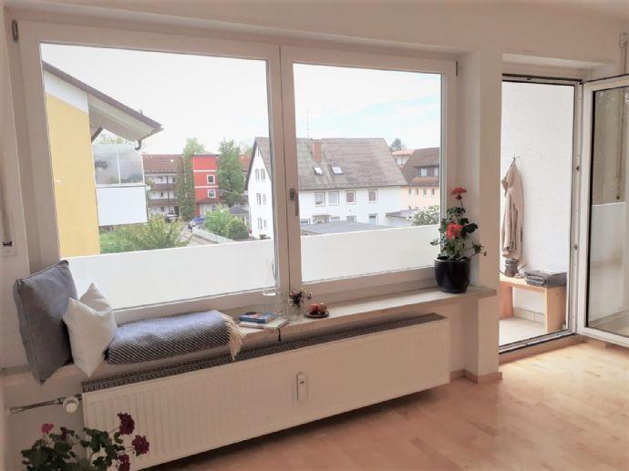 Wunderschöne, sehr gut geschnittene 3 Zimmer Wohnung mit großem Südbalkon