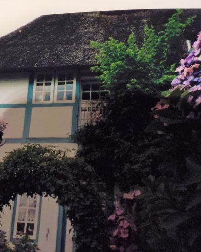 Nettes, älteres Zweifamilienhaus mit Garage und Garten