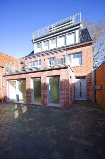 Stadtmittige Erdgeschoßwohnung im Offenen-Wohnen-Stil mit Loftcharakter, EBK und Kleingarten !
