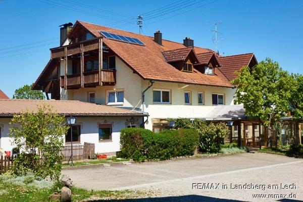 Mehrfamilienhaus: 4 Wohnungen und Gasthof