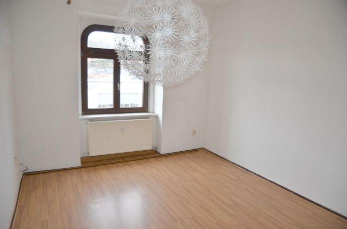 Helle 2-Raum-Wohnung mit Balkon in Greiz