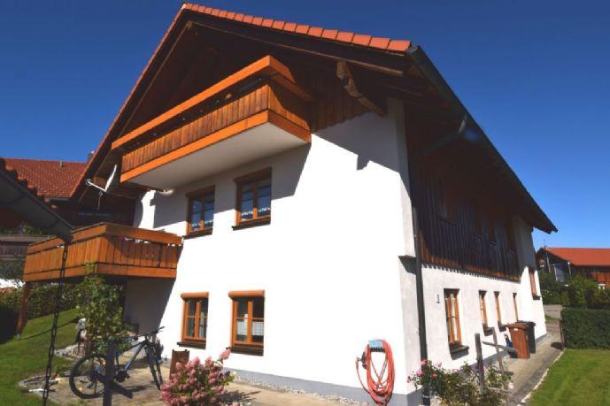Sehr gepflegtes Zweifamilienhaus mit zusätzlicher 2 Zimmer ELW für Eigenbedarf oder Kapitalanleger