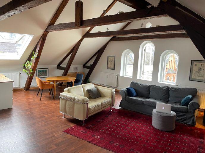 Traumhafte 2,5-Zimmer-Dachgeschosswohnung in Uni- und Zentrumsnähe