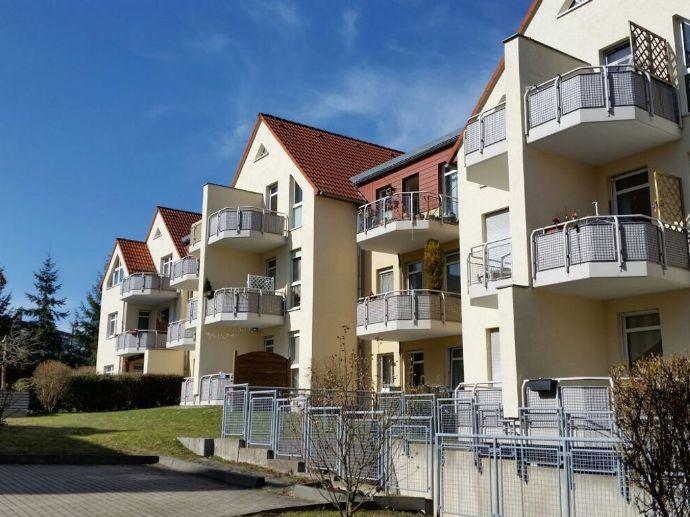 Schicke Dachgeschoßwohnung mit Balkon und Tiefgarage