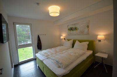 5   Schlafzimmer Nr. 2 mit TV + Ganzkörperspiegel