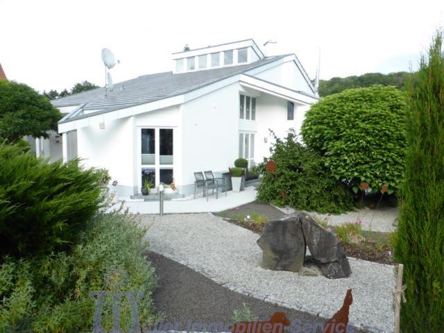 Modernes Architektenhaus, Designerstil, im schönen Mandelbachtal