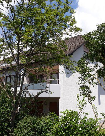 Anschauen und verlieben! Ruhige 3-Zimmer-Wohnung mit Balkon und zwei Stellplätzen