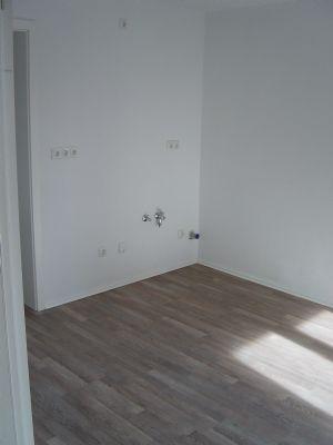 mietwohnung mit balkon in lengenfeld 2 zimmer k che bad etagenwohnung p rgen 2z37r38. Black Bedroom Furniture Sets. Home Design Ideas