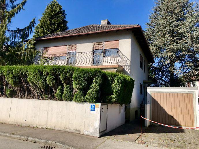 Vollmöbliertes freistehendes Einfamilienhaus in München mit eigenem Garten und 2 Stellplätzen - provisionsfrei
