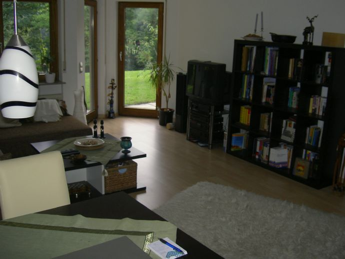 Sonnige & ruhige Top Lage - 2-Zimmer-Wohnung mit Terrasse und EBK