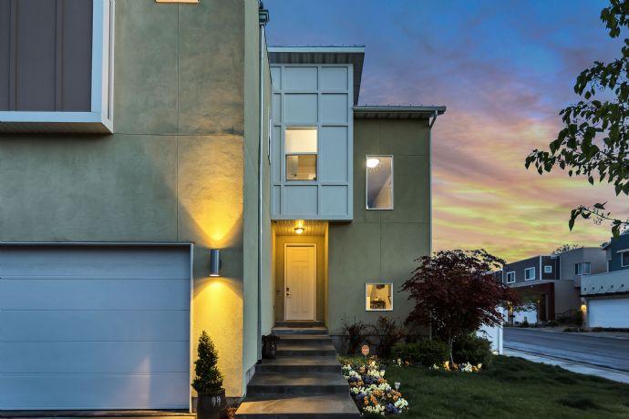 Neuwertige Doppelhaushälfte mit Garage