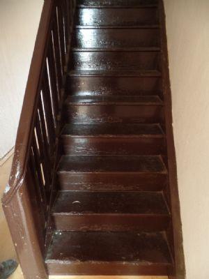 die Treppe im Obergeschoß ...