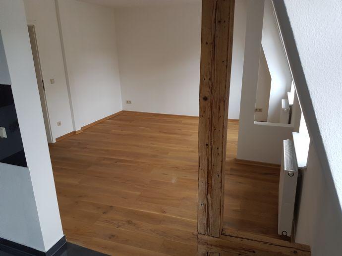Große 5 Raum Altbauwohnung + Badewanne + große Wohnküche