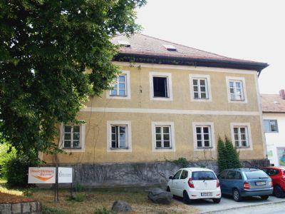 Beeindruckender Walmdachbau in Schlossnähe