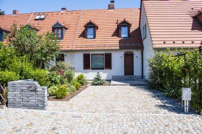 neu saniertes und vollmöbliertes Einfamilienhaus mit gepflegtem Grundstück