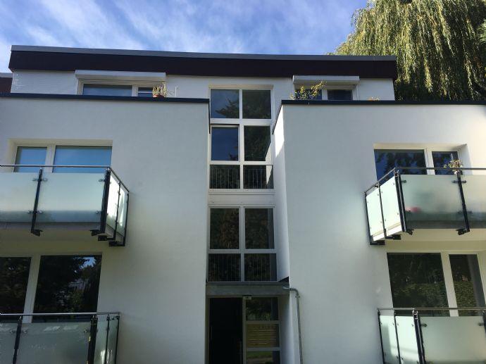 -Möbliertes PENTHOUSE-  Exklusive 2 Zimmerwohnung mit umlaufender Dachterrasse