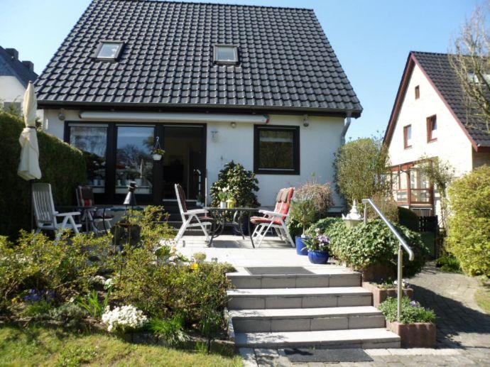 Kleines Juwel, Alt-Rahlstedt,super Lage, 4 Zimmer-Einfamilienhaus, 2 Bäder, Terrasse, Voll-Keller