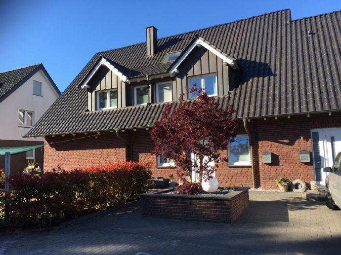 Modernes Haus mit vermieteter Einliegerwohnung, familienfreundlich gelegen