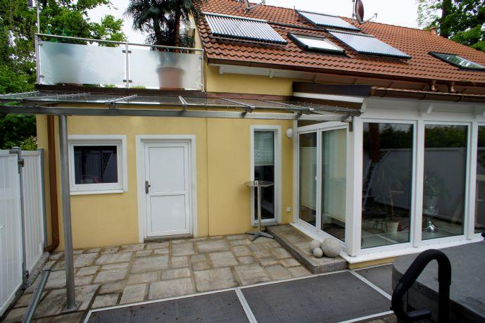 Möblierte Doppelhaushälfte in ruhiger Zentrumslage in Unterschleißheim zu vermieten!