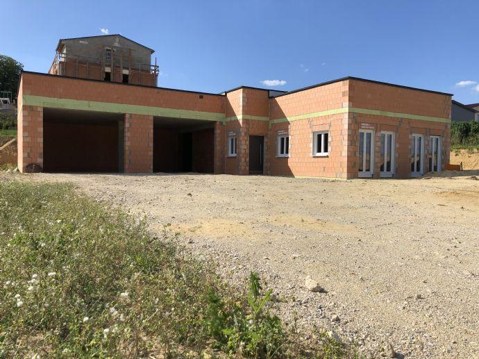 Gewerbeobjekt (Rohbau) mit Baugrundstück für Betriebsleiterwohnhaus in Gerolsbach/Nähe S2