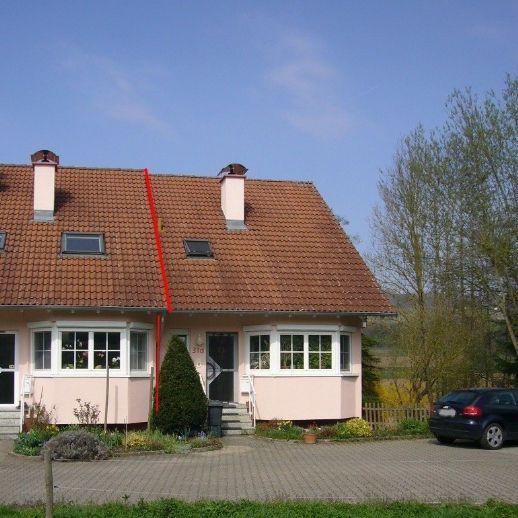 Schmuckes Haus mit Garten am Bach