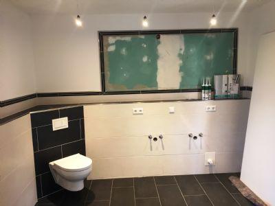 Badezimmer (Waschtisch und Spiegel fehlt noch)
