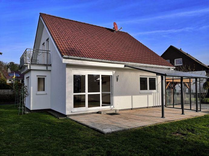 Helles renoviertes Einfamilienhaus mit EBK, Dusche/Badewanne, Gäste WC und Garten