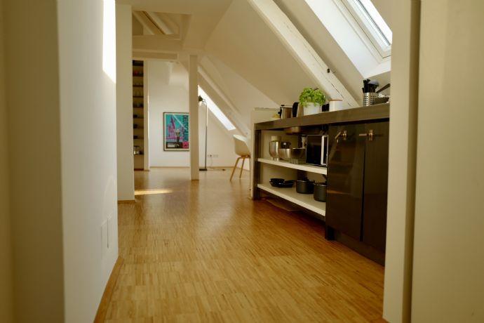 Voll möbliertes Apartment in ruhigem Altbau