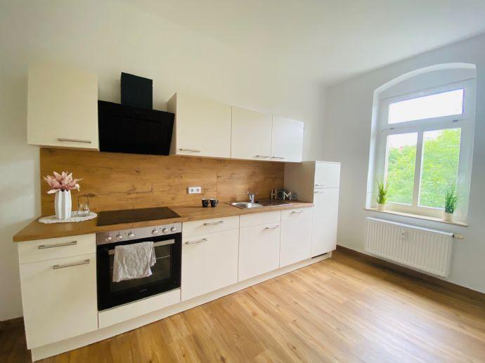 WG-geeignet! Top 2-Raumwohnung mit großer Küche + neuer Einbauküche und großem Tageslichtbad mit Wanne und Dusche in gepflegter und grüner Umgebung