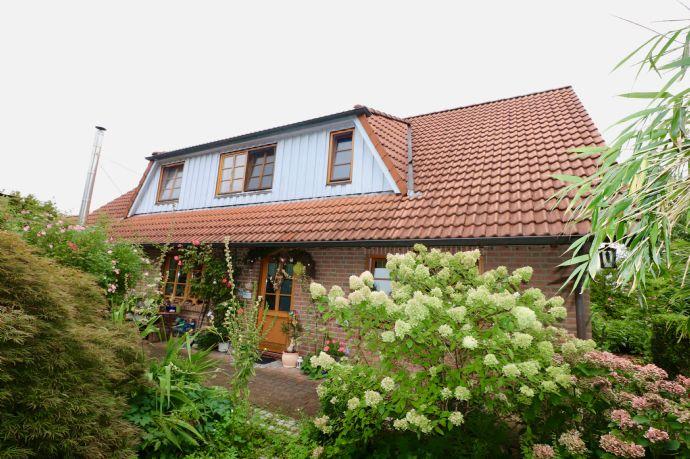 FALK-LIVING Idyllisches Landhaus mit 2 Ferienwohnungen