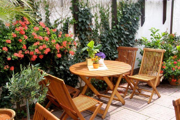270 m² Gartenfläche suchen Liebhaber - und mit Blick zum Sullivan-Park.