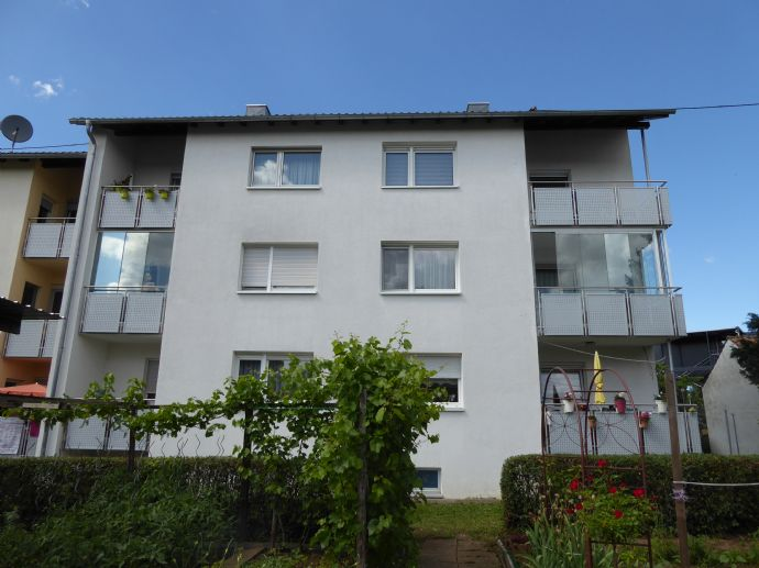 Idyllisches Wohnen am Neckar: 2-Zimmerwohnung mit Loggia und eigenem Gartenanteil!