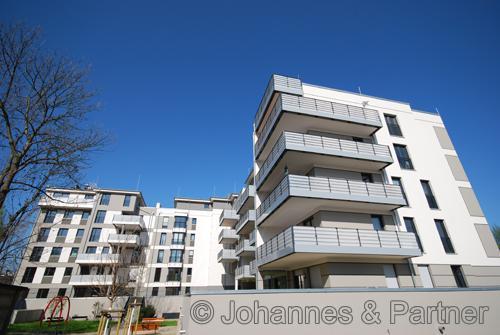 2 Zimmer-Wohnung mit großem Balkon und EBK