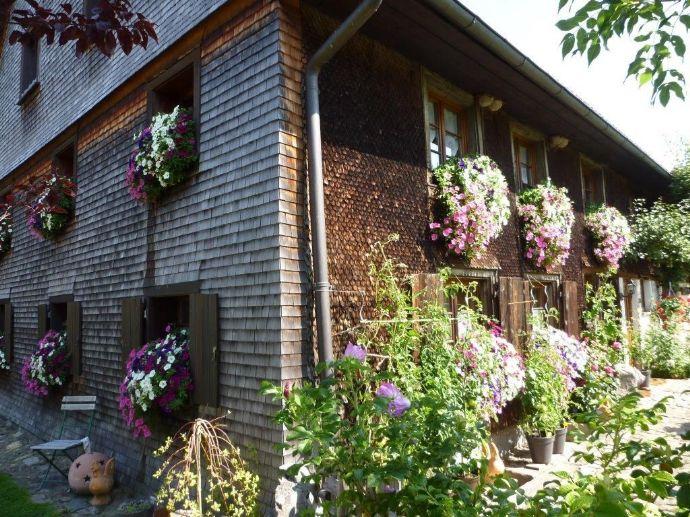 Historischer kleiner Schwarzwaldhof - komplett restauriert und teilweise neu ausgebaut - mit stilvollem originalen Ambiente in ruhiger Lage