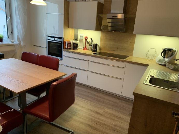 Wunderschone Gepflegte 2 Zimmer Wohnung 68 Qm Zentral Ruhig Ebk