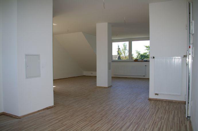 SANIERT! Helle 2 Zimmer Dachgeschosswohnung in Nürnberg/Gebersdorf