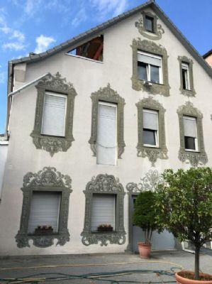 im Innenhof -am Haus ist ein Balkon geplant