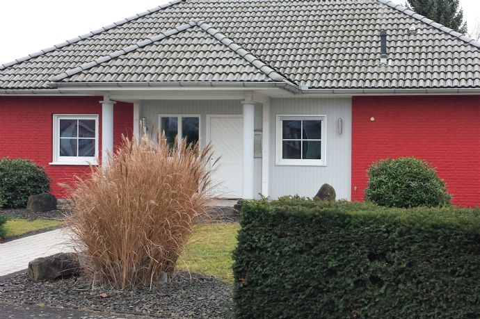Modernes Einfamilienhaus mit Scheune