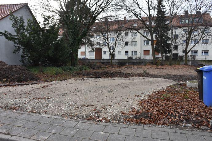 Grundstück mit Baugenehmigung! Für Wohnhaushälfte mit 3 WE in Nürnberg Schweinau