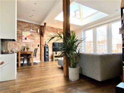 Exklusive Ausstattung in bester Lage - Stylische Dachgeschosswohnung in Hamburg-Winterhude