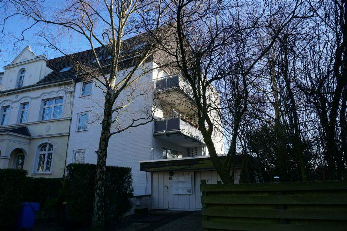 WG-Gesucht! Einmalige 6-Zimmer-Wohnung in Krefeld Cracau