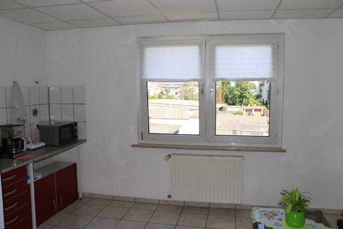 Schöne 1,5-Raum-Wohnung in Duissern, 2. Etage, Duschbad, zentrale Lage!