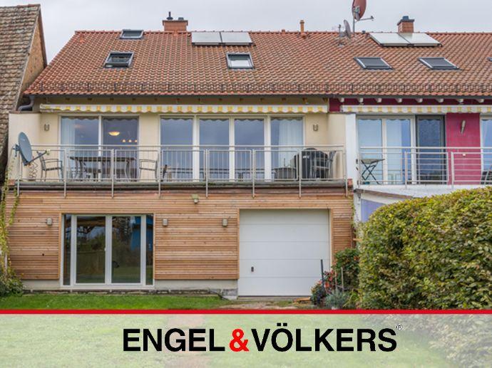 Feldrandlage: Modernes Haus mit XL-Grundstück!