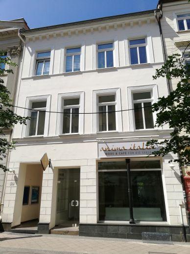 Wohn- und Geschäftshaus mit einem Laden, einem Büro und 2 Wohnungen in bester Fußgängerzonenlage von Schwerin