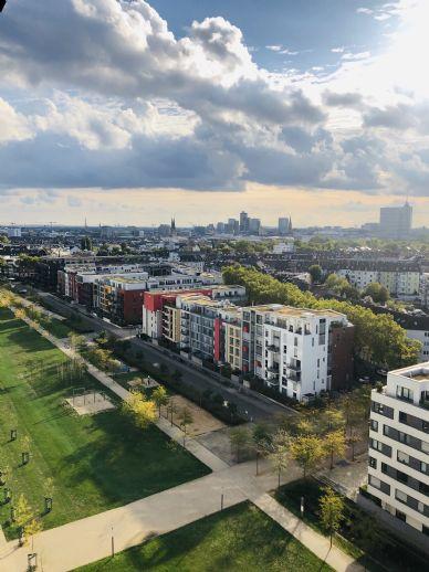 Traumhafte Wohnung mit Blick über ganz Düsseldorf - EBK/Sauna/Fitness/Concierge