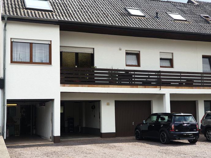 Schöne Maisonettewohnung, 128m², Baujahr 1997, auf 2 Etagen in ruhigem MFH mit Wintergarten/Balkon + Loggia, Kellerraum, Garage