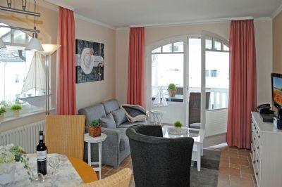 Villa Gudrun - App. 566 mit Meerblickbalkon, direkt an der Binzer Strandpromenade, WLAN, Lift, TG, Fahrradraum