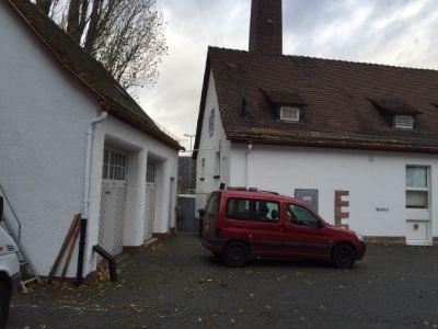 Haus 7 und Garagen