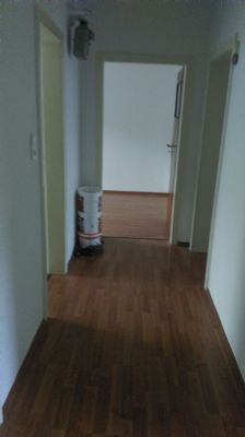 Flur mit Blick auf Zimmertür Büro/Ki.-Zimmer